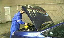 čištění interiéru vozu - motorový prostor